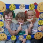 Dzieci w ramce uśmiechu