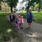 Dzieci z grupy Mrówek na spacerze