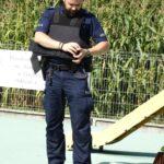 Policjant w kamizelce kuloodpornej