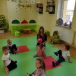 Zabawy dzieci z grupy żabek (4)