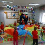 Zabawy z chustą animacyjną i balonami