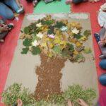 drzewo w całości wykonane z liści kaszy gryczanej w