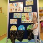 dziewczynka przy tablicy 1