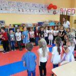 dzieci z grupy biedronek mówią wiersz