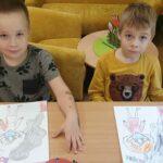 Chłopcy malują kolowankę