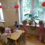 Dzieci dbają o rośliny 2