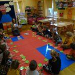 Dzieci z grupy Biedronek podczas zajęć dydaktycznych