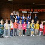 Dzieci z grupy Biedronek z kotylionami