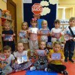 Dzieci z hasłem Stop Smog