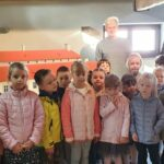Grupa Motylki z wychowacą i przewodnikiem